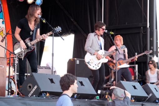 The Blue Van at Village Voice's 2009 Siren Festival