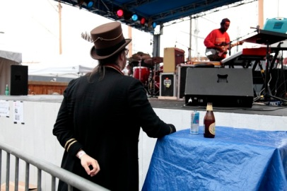 Sean Lennon watching Blood Orange (Dev Hynes)