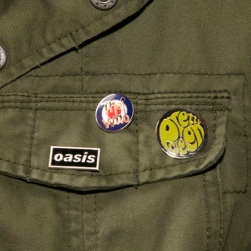Pretty Green Button w/ Oasis and The Who pins
